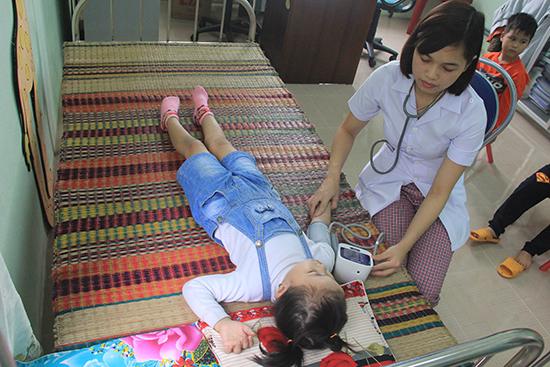 Việc chăm sóc sức khỏe cho trẻ cần phải có sự cân nhắc kỹ lưỡng, nhằm đảm bảo quyền lợi của trẻ em.