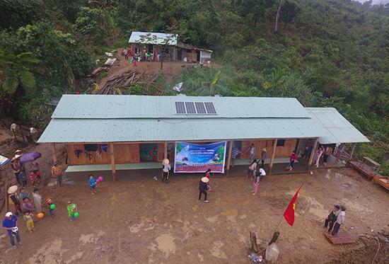 Từ nguồn vốn xã hội hóa, trẻ em trên địa bàn huyện Nam Trà My được học trong những ngôi trường khang trang hơn. Ảnh: N.D