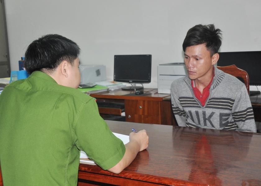 Đối tượng Nguyễn Hồng Quyết tại cơ quan công an