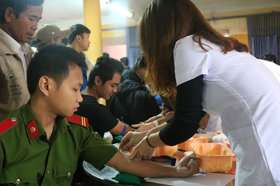 Tuổi trẻ Đại Lộc tình nguyện hiến máu. Ảnh: XT-KK