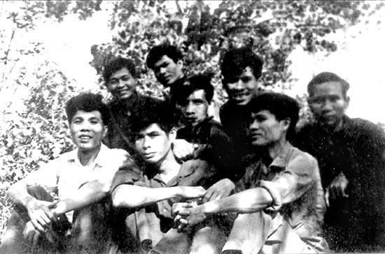 Cán bộ Ban Tuyên huấn Quảng Đà tại căn cứ Hòn Tàu, xã Duy Sơn, huyện Duy Xuyên.