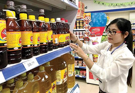 Nước mắm Cửa Khe được bày bán tại siêu thị Co.opMart Tam Kỳ.