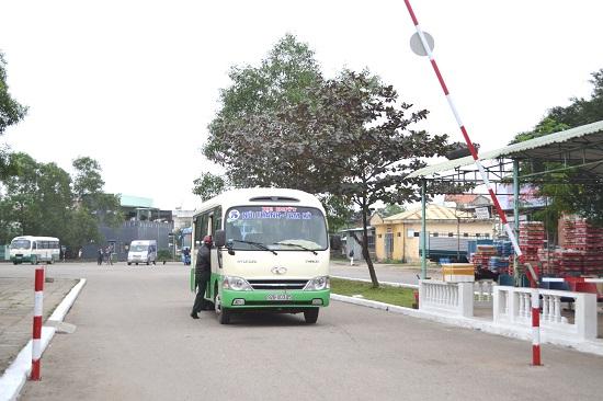 Các tuyến xe buýt nội tỉnh, liên tỉnh liền kề vẫn hoạt động bình thường. Ảnh: CT