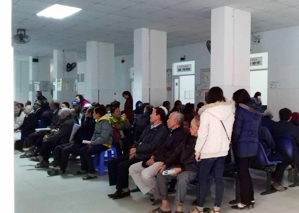 Ngày 27 tháng Chạp âm lịch, vấn có khá đông bệnh nhân đến khám tại BVĐK Quảng Nam. ảnh: C.N