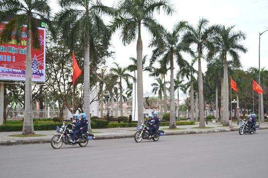 Thanh tra Sở GTVT ra quân đảm bảo trật tự an toàn giao thông dịp tết. Ảnh: CT
