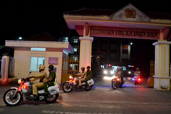 Xuất quân đảm bảo an toàn giao thông đêm giao thừa. Ảnh: CT