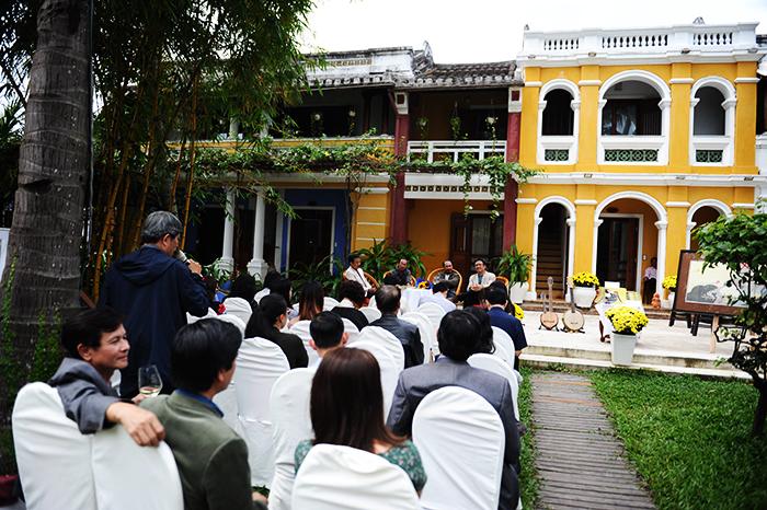 Buổi ra mắt thu hút đông đảo các nhà văn, nhà thơ, họa sỹ, nhà báo tham dự. Ảnh: MINH HẢI