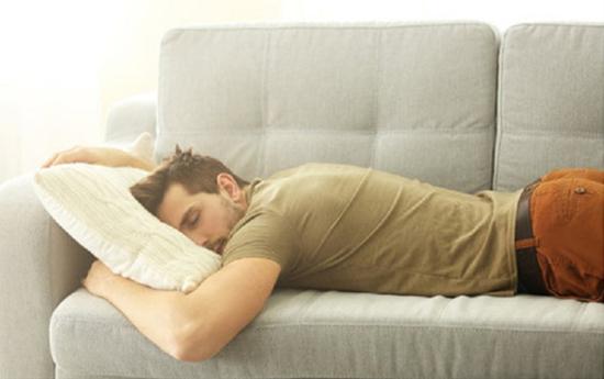 Vật vờ sau trận nhậu là cảm giác đáng sợ nhất với đàn ông Ảnh minh họa: Shutterstock