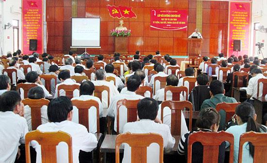 Huyện ủy Duy Xuyên mời giảng viên cao cấp về quán triệt Chỉ thị 05 của Bộ Chính trị cho đội ngũ cán bộ, đảng viên. Ảnh: N.S
