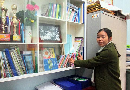 Hội LHPN xã Duy Phước xây dựng mô hình tủ sách phụ nữ làm theo Bác. Ảnh: N.S