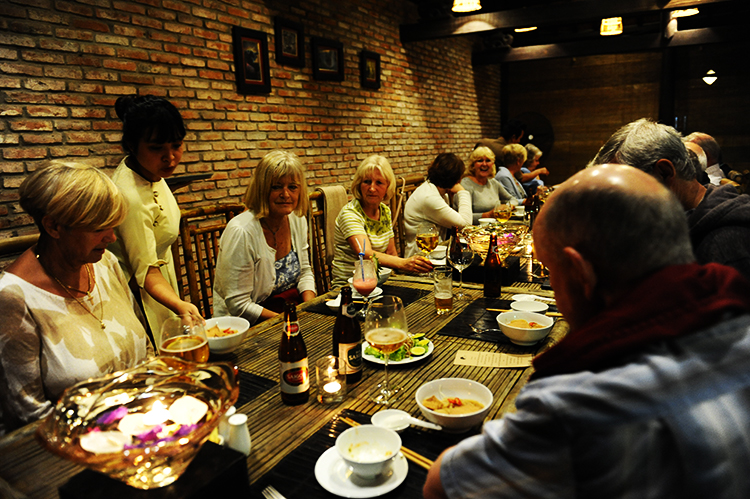 Tourists from the United Kingdom enjoy Quang food on the first day of the Vietnamese Lunar New Year (on January 16, 2018).