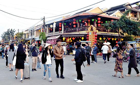 Du lịch Quảng Nam được kỳ vọng tiếp tục tăng trưởng trong năm 2018. Ảnh: VĨNH LỘC