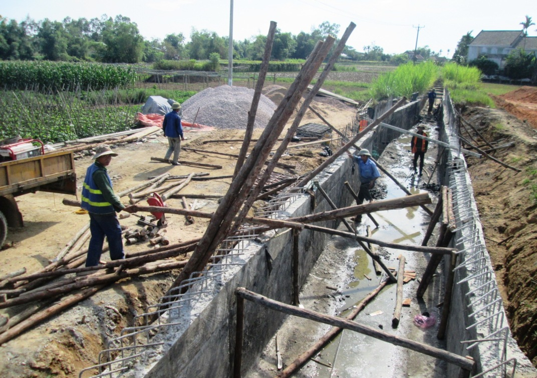 Trong số hơn 3.000 tỷ đồng đầu tư cho chương trình NTM năm 2017, Quảng Nam ưu tiên xây dựng kết cấu hạ tầng thiết yếu.