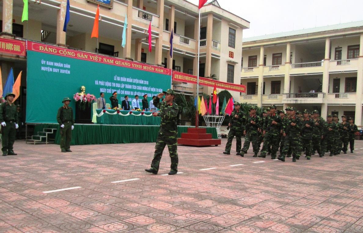 Nghi thức duyệt đội ngũ trong lễ ra quân huấn luyện.