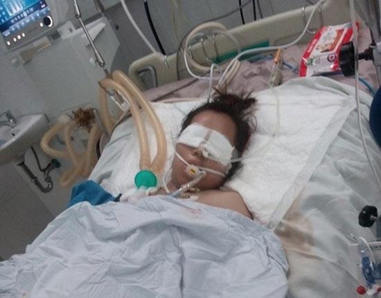 Chị Hồng đang nằm điều trị tại Bệnh viện Đa khoa Đà Nẵng. Ảnh: L.T.N