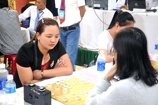 Nguyễn Thị Mỹ Thương là kỳ thủ tạo ấn tượng nhất ở giải năm nay khi giành chức vô địch trong lần đầu tiên góp mặt. Ảnh: T.VY