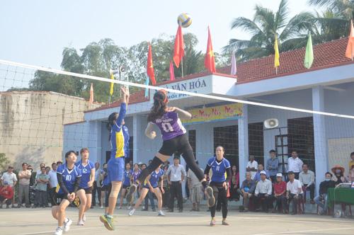 Giải đấu đại hội nên hứa hẹn sẽ khá hấp dẫn và chất lượng (ảnh: trận đấu giữa Núi Thành và Điện Bàn). Ảnh: T.Vy