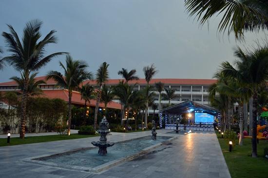 Khu nghỉ dưỡng có 96 phòng khách sạn và 54 căn biệt thự
