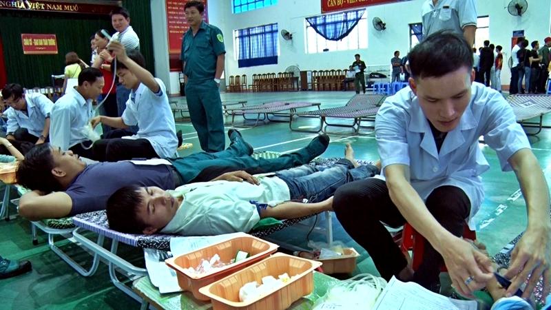 Đợt hiến máu tình nguyện đợt 1 năm 2018 thu hút hơn 500 người tham gia. Ảnh: ĐOÀN ĐẠO