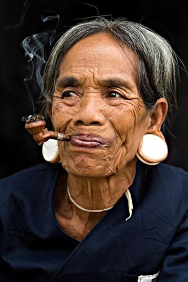 Một tác phẩm về người phụ nữ đồng bào dân tộc thiểu số của nhiếp ảnh gia Réhahn