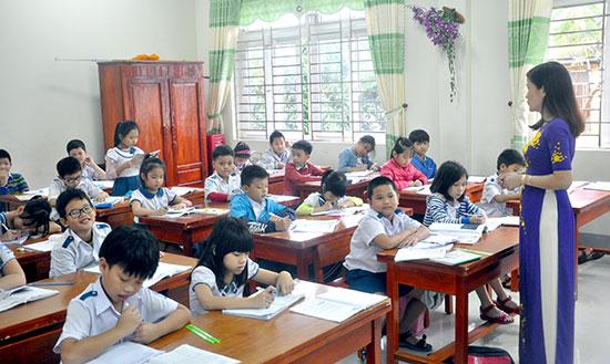 Từ năm học 2019-2020 bắt đầu triển khai chương trình, SGK mới ở cấp tiểu học.Ảnh: X.P
