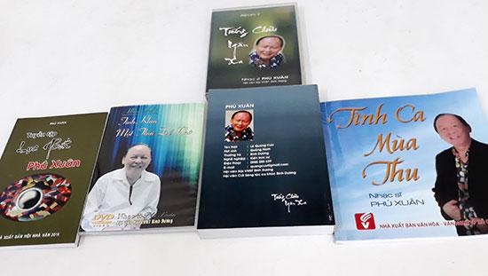 Một số tuyển tập thơ, nhạc của Phú Xuân.