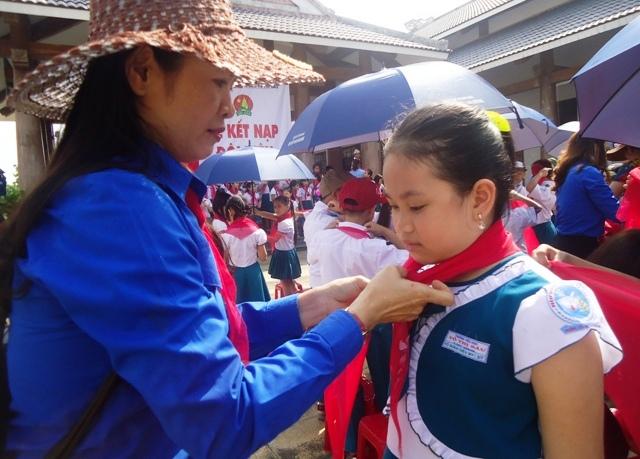 Các nghi thức trong lễ kết nạp đội viên thiếu niên tiền phong Hồ Chí Minh.
