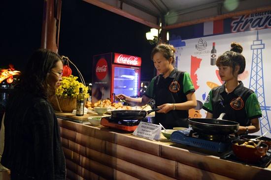 Liên hoan ẩm thực Hội An trở thành cơ hội để du khách trải nghiệm những món ăn ngon trên khắp thế giới