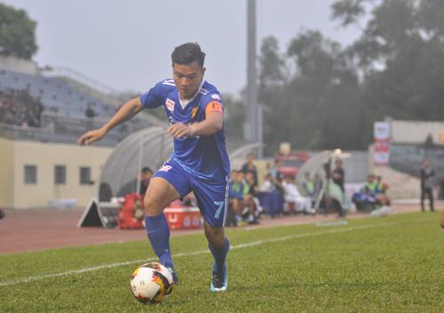 Thanh Trung sớm đưa Quảng Nam dẫn trước song cuối cùng vẫn bị thất bại trước SHB Đà Nẵng> Ảnh: T.Vy