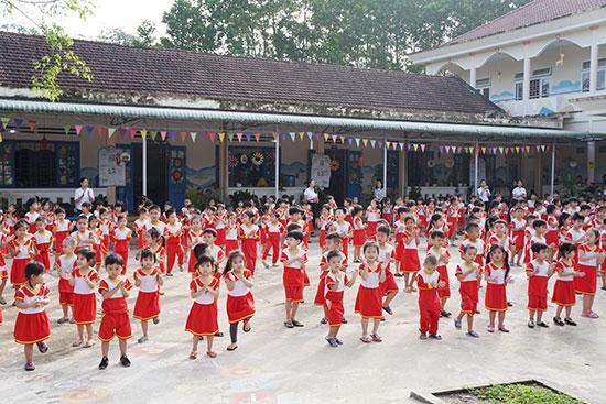 Giờ tập thể dục của các cháu Trường Mẫu giáo Hoa Mai.Ảnh: N.Đ.N