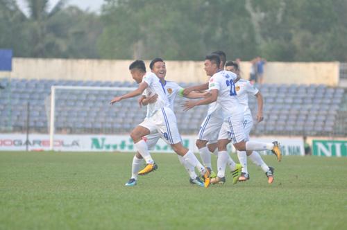 Niềm vui chiến thắng đã trở lại với các cầu thủ Quảng Nam. Ảnh: T.Vy
