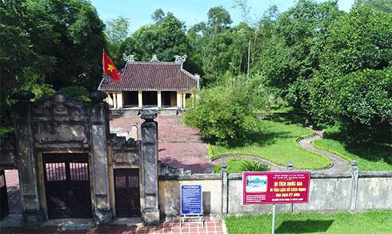 Đình Thạch Tân - nơi có hầm cứu chữa thương bệnh binh của địa đạo Kỳ Anh, Di tích lịch sử cấp quốc gia. Ảnh: ĐẶNG TRƯƠNG