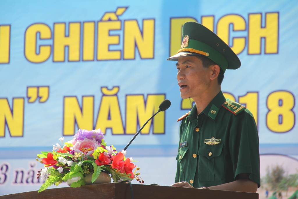 Thượng tá Hoàng Văn Mẫn - Phó Chính ủy BĐBP tỉnh phát biểu tại lễ ra quân chiến dịch