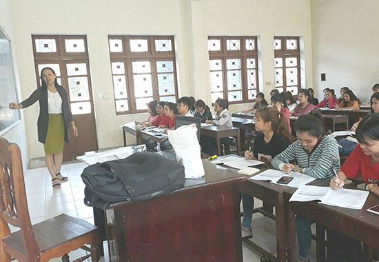Một tiết học của sinh viên Trường ĐH Quảng Nam. ảnh: C.N