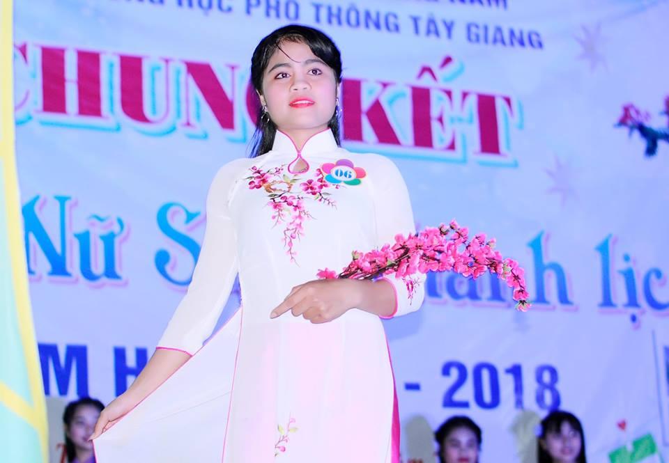 Hốih Thị Nhung (lớp 11C5) đạt giải nhất Hội thi nữ sinh thanh lịch.