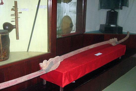 Đòn khiêng võng của Lê Đại Cang được lưu giữ trong Bảo tàng Bình Định.