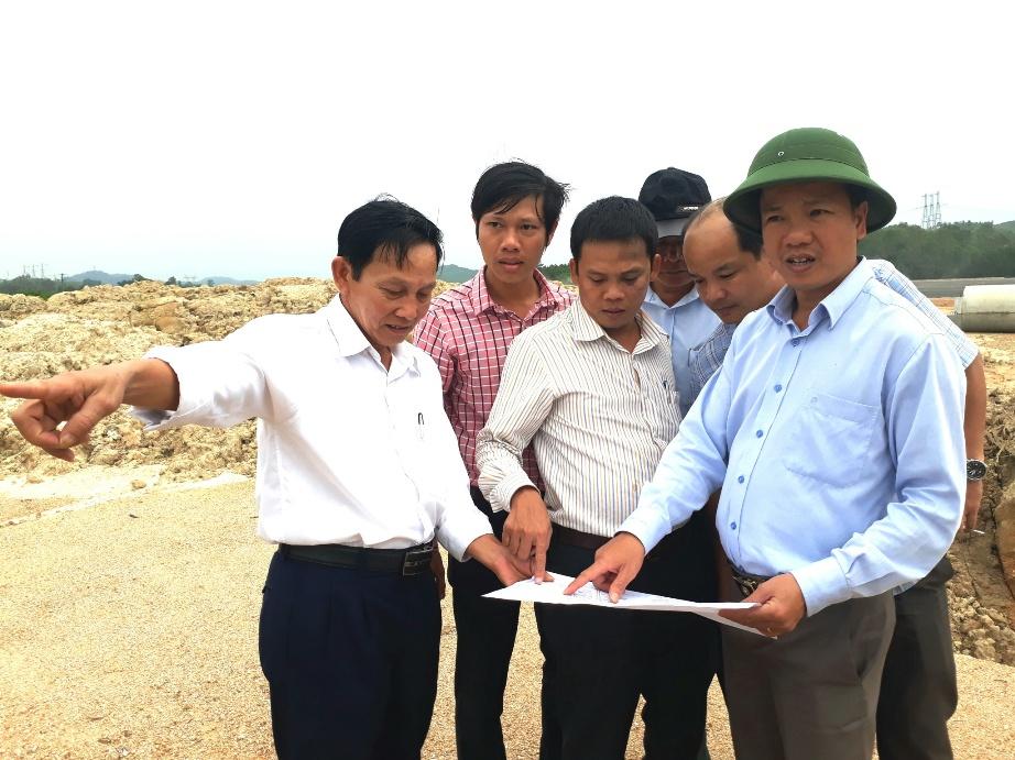 Lãnh đạo TP.Tam Kỳ cùng Ban quản lý dự án đường cao tốc Đà Nẵng – Quảng Ngãi kiểm tra tại vị trí trạm dừng chân qua địa bàn thành phố.