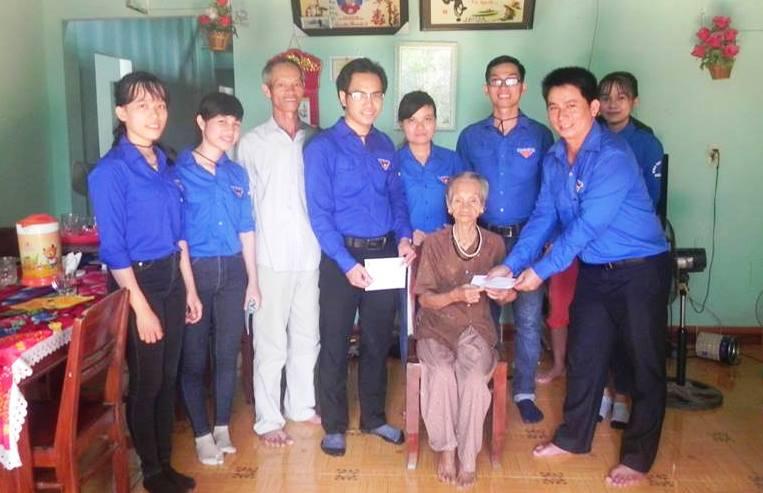 Đoàn xã Thăng Phước chú trọng công tác xung kích, thiện nguyện giúp đỡ gia đình chính sách. Ảnh: PHAN VINH