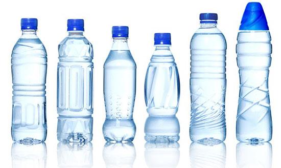 Nước đóng chai chứa thành phần vi nhựa kịch độc cho sức khỏe.