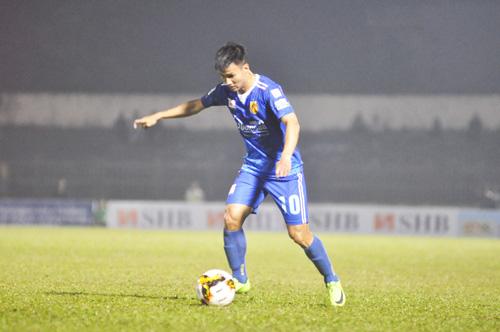 Tiền vệ Phan Đình Thắng cùng các đồng đội không thể tạo bất ngờ lần nữa trước chủ nhà Than Quảng Ninh. Ảnh: T.Vy