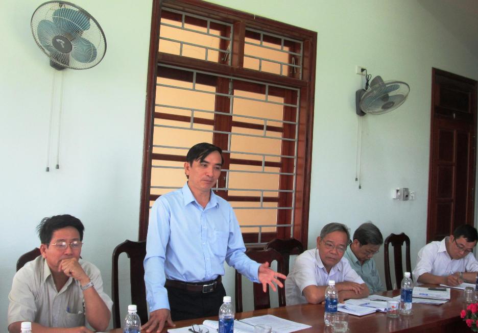 Ông Trần Văn Noa – Phó Chủ tịch UBND huyện Quế Sơn nêu một số kiến nghị với đoàn công tác.