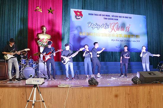 Ban nhạc học trò của đơn vị Thăng Bình đoạt giải nhất toàn đoàn.