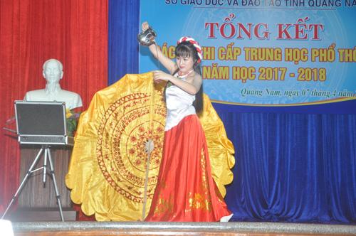 Một tiết mục dự thi tại hội thi năng khiếu của em Phan Nguyễn Khánh Thi (THPT Hùng Vương-Thăng Bình). Ảnh: X.Phú