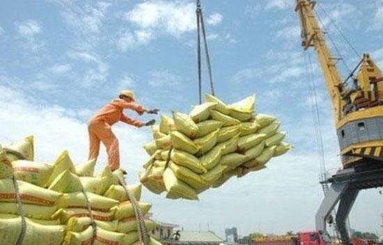 Theo ADB, xuất khẩu của Việt Nam tiếp tục tăng trong 2018 và 2019. Ảnh: Reuters