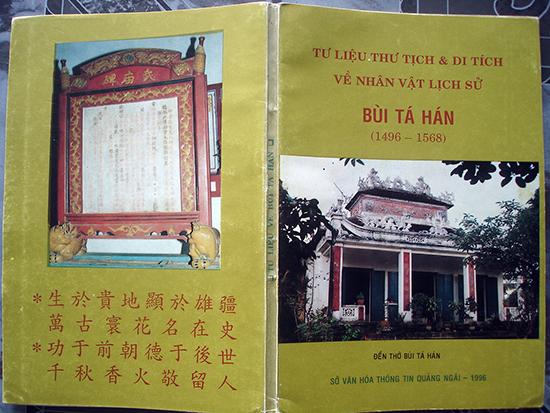 """Bìa cuốn sách có phụ lục nguyên bản chữ Nho """"Phủ tập Quảng Nam ký sự"""" do Sở Văn hóa Thông tin Quảng Ngãi xuất bản năm 1996 . ảnh: Phú Bình"""