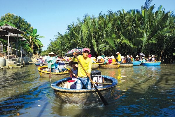 Sightseeing tours around the nipa forest by coracles.