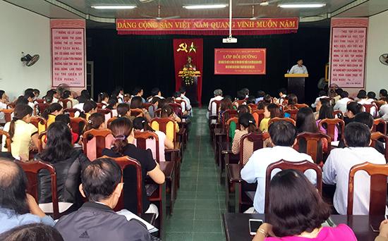 Các giáo viên quản lý huyện Tiên Phước vừa tham gia lớp bồi dưỡng về chủ nghĩa yêu nước do Ban Tuyên giáo Huyện ủy và Phòng GD- ĐT huyện tổ chức.Ảnh: H.G