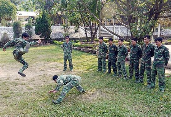 Luyện tập võ thuật ở Tiểu đoàn Trinh sát 32. Ảnh: N.D