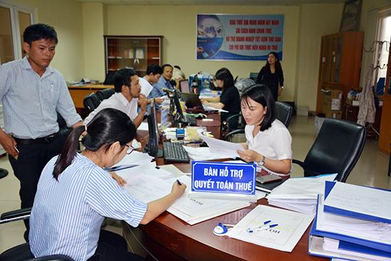 Tiếp nhận hồ sơ quyết toán thuế tại Bộ phận một cửa – Phòng Tuyên truyền - Hỗ trợ, Cục Thuế Quảng Nam