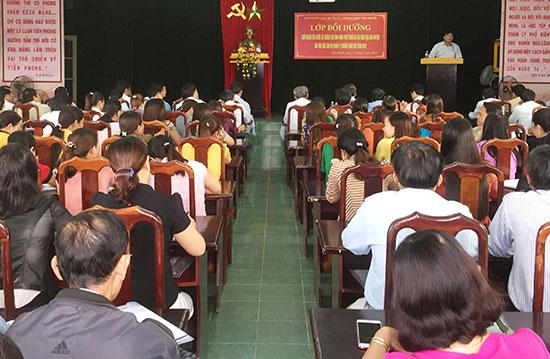 Lớp bồi dưỡng, bổ sung kiến thức chính trị cho đội ngũ cán bộ quản lý tại Tiên Phước.